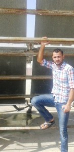 Khalid från Palestina som lånar till solfångare