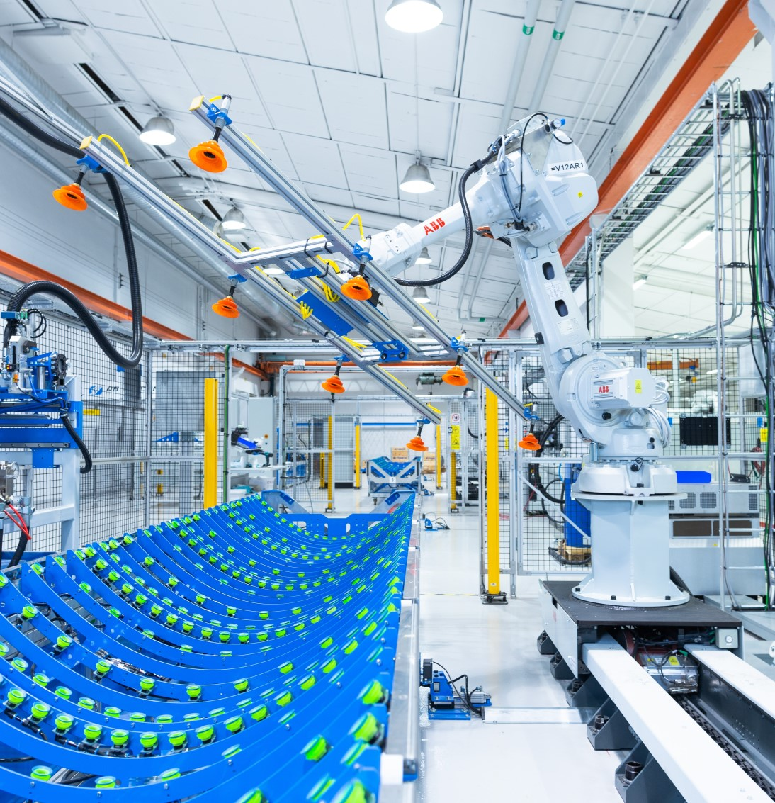 ABB robot i Absolicons produktionslina